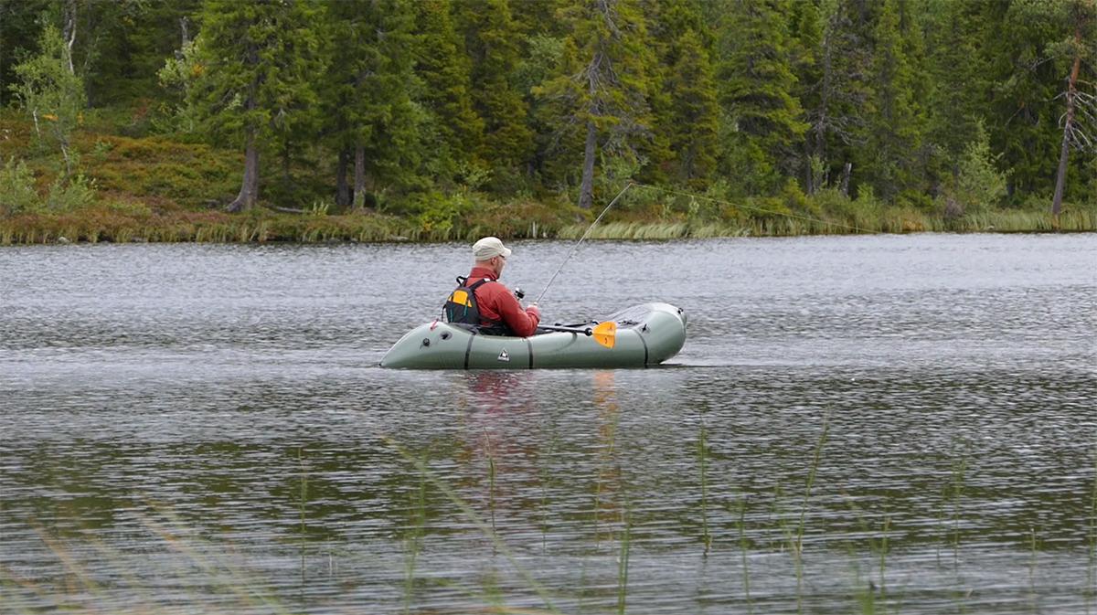 Packrafting_fiske_vildmarksliv